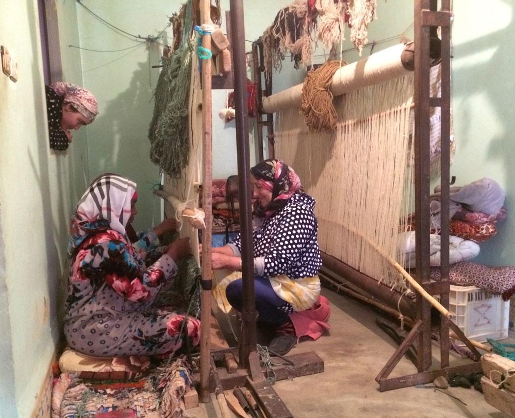 Women weaving carpets in M'Rirt